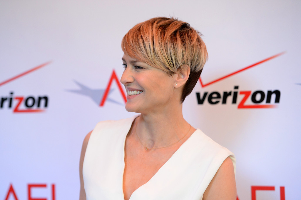 More Pics Of Robin Wright Side Parted Straight Cut 10 Of 17