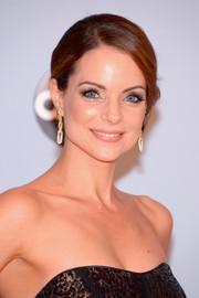 Kimberly Williams-Paisley went for classic glamour with this elegant side-parted chignon at the CMA Awards.