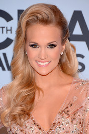 Carrie Underwood looked totally breathtaking with her Old Hollywood-esque half-up curls at the CMA Awards.