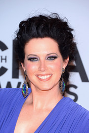Shawna Thompson pulled her hair back in lovely pinned-up ringlets for the CMA Awards.