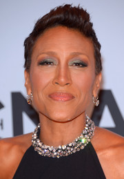 Robin Roberts attended the CMA Awards wearing her hair in a fun fauxhawk.