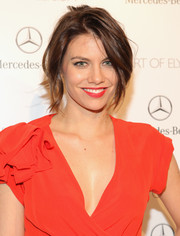 Lauren Cohan, aka 'Maggie' from 'The Walking Dead', looked picture perfect with a layered short hairstyle.