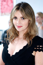 Carly Steel looked pretty with her face-framing waves and parted bangs at the Art of Elysium's Pieces of Heaven event.