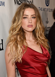 Amber Heard wore her long locks down with messy-chic waves at the Heaven Gala.