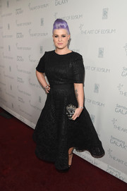 Kelly Osbourne finished off her look in edgy style with a Judith Leiber crystal-studded skull clutch.