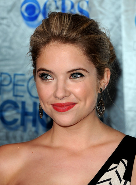 Ashley Benson Dangle Decorative Earrings [hair,face,hairstyle,eyebrow,lip,chin,beauty,forehead,skin,blond,arrivals,ashley benson,peoples choice awards,california,los angeles,nokia theatre l.a. live]