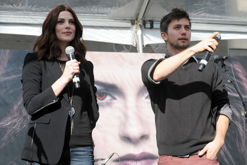 "Ashley Greene Jackson Rathbone ""The Twilight Saga: Breaking Dawn Part 2"" - Fan Camp Concert"