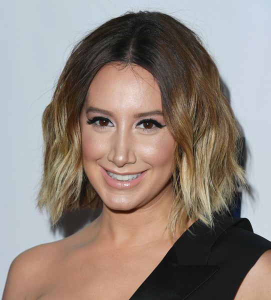 Ashley Tisdale Short Wavy Cut [hair,face,hairstyle,eyebrow,blond,chin,shoulder,beauty,lip,brown hair,ashley tisdale,beverly hills,california,the beverly hilton hotel,juvenile diabetes research foundation,15th annual imagine gala - arrivals,15th annual imagine gala]