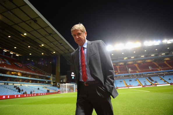 Mr. Wenger was dressed to impress before this premiere league match.