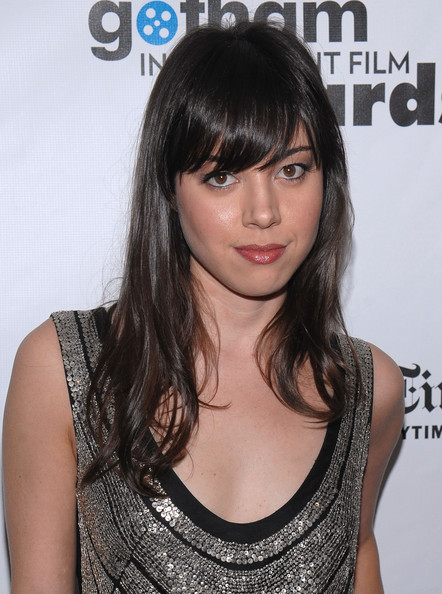 Aubrey Plaza Long Wavy Cut with Bangs