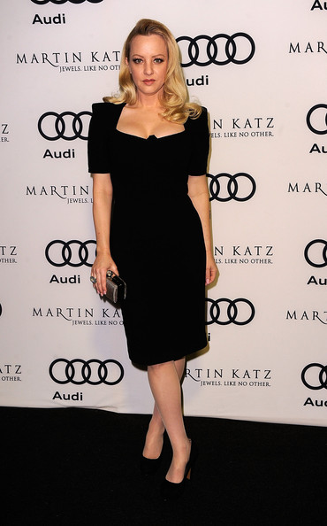 Wendi McLendon-Covey attended the Audi 2012 Golden Globe Awards celebration wearing a Praline ring in 18-carat white gold and green tourmaline with diamonds.
