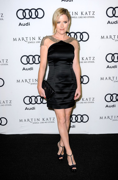 Kathleen RObertson kept her look luxe with a timeless black quilted clutch.