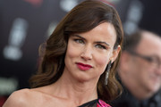 Juliette Lewis looked dreamy wearing her hair in a retro wavy style for the 'August: Osage County' NYC premiere.