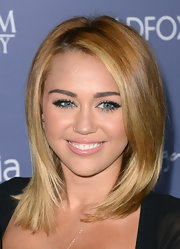 Miley kept her look sleek and simple with a straight 'do featuring a center part and slightly curled under ends.