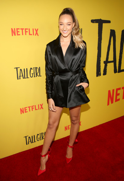 Ava Michelle Evening Pumps [clothing,fashion model,little black dress,carpet,red carpet,fashion,joint,dress,footwear,premiere,tall girl,ava michelle,los angeles,california,netflix,screening]