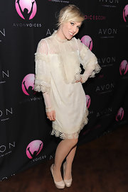 Natasha Bedingfield went for an old fashioned vibe with this lacy number at the Avon Voices Finale.