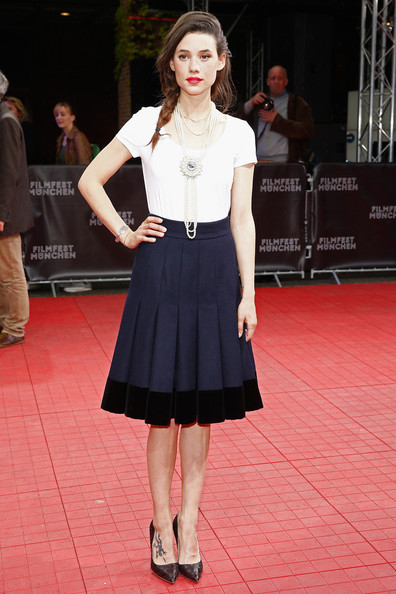 Astrid Berges Frisbey opted for a simple white scoopneck tee when she attended the Munich Film Fest award ceremony.