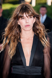 Lou Doillon rocked messy-chic waves with eye-grazing bangs at the 'Snowpierce' premiere.