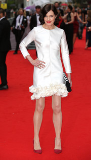 Elizabeth McGovern styled her frock with elegant red pumps by Rupert Sanderson.