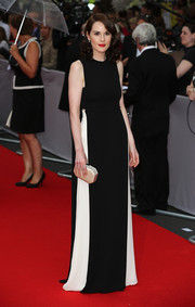 Michelle Dockery paired her gown with a classic champagne satin clutch.