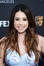 Jillian Rose Reed wore her long waves loose with an off-center part at the BAFTA LA garden party.