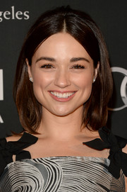 Crystal Reed wore a cute center-parted straight 'do with a hint of a bouffant at the crown during the BAFTA LA TV Tea.