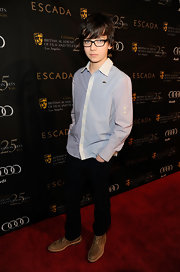 Asa went for a simple age-appropriate look with this baby-blue button-down shirt.
