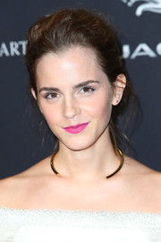 Emma Watson polished off her look with an open-ended gold necklace.