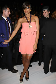 Kelly Rowland complemented her salmon dress with black platform peep toes.