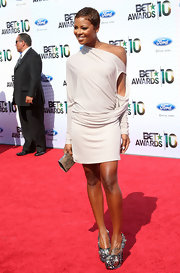 Eva Pigford showed off her model physic in an off-the-shoulder draped cocktail dress.