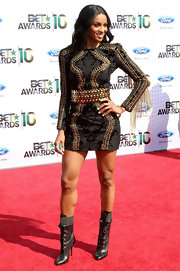 Ciara completed her fabulous look with hot lace-up, leather boots.