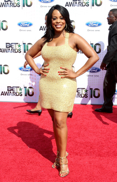 Niecy goes for the gold in elegant evening sandals at the BET Awards.