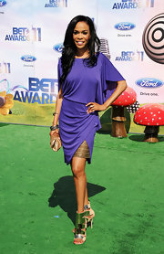 Michelle Williams added wow factor to her purple dress at the BET Awards with a pair of nude sandals with metallic plating.