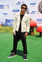 These black loose fitted pants added to Diggy's cool laid back look.