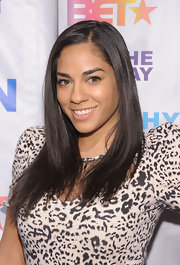 Sharon Carpenter kept her mane sleek and simple with a center part straight cut.