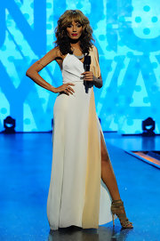 Selita Ebanks took to the stage at the BET Rip the Runway show in this two-toned evening dress.