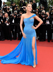 Blake Lively continued her stunning Cannes red carpet run with this asymmetrical, embellished sky-blue gown by Atelier Versace during the 'BFG' premiere.