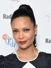 For her lips, Thandie Newton chose a muted red hue.