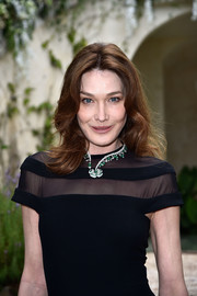 Carla Bruni-Sarkozy glammed up her black dress with a flower statement necklace by Bulgari.