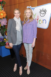 Kelly Rutherford teamed her laid back attire with nude platform pumps.