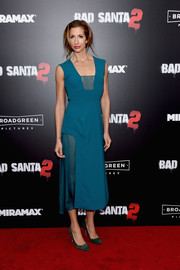 Alysia Reiner chose a pair of green suede pumps to finish off her outfit.