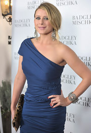 Lo Bosworth gave her sophisticated blue dress an exotic touch with a leopard print envelope clutch.