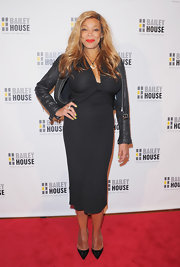 Wendy Williams showed off her curves with this black dress with a gathered bust.