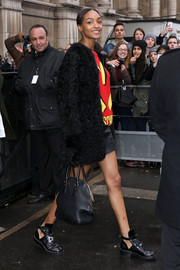 Jourdan Dunn arrived for the Balmain fashion show carrying a stylish black leather tote.