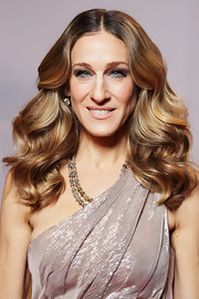 Sarah Jessica Parker  chose diamond jewels to complement her Halston Heritage champagne colored dress. A classic double strand necklace of multi-colored faceted diamond beads completed her look.