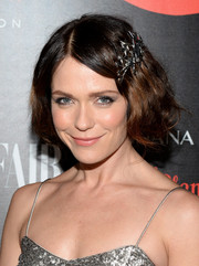 Katie Aselton wore her hair short and wavy with a star-embellished clip for a vintage-chic feel at the Banana Republic L'Wren Scott collection launch.