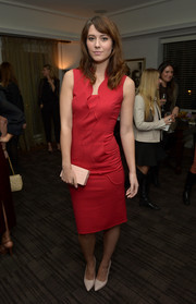 Mary Elizabeth Winstead chose a simple red cocktail dress with scalloped detailing for the Banana Republic L'Wren Scott collection launch.