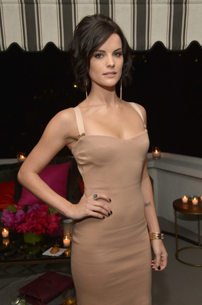 More Pics of Jaimie Alexander Short Wavy Cut (5 of 16) - Jaimie Alexander Lookbook - StyleBistro