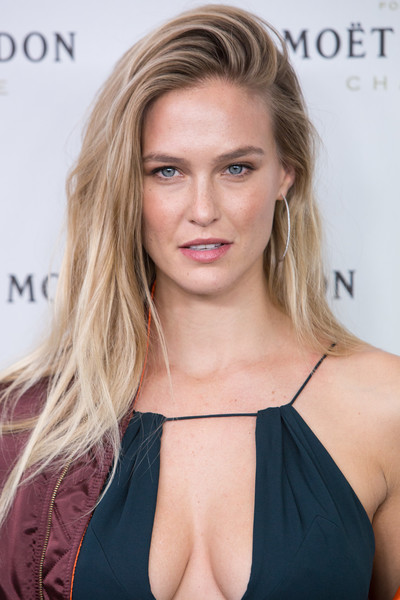 Bar Refaeli looked beach-chic with her teased 'do at the Moet & Chandon New Year's Eve party.