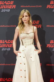 Sylvia Hoeks attended the 'Blade Runner 2049' photocall in Barcelona wearing a nude corset top by Loewe.